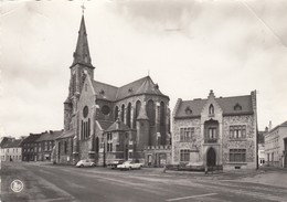 HAM SUR HEURE / PLACE COMMUNAL ET L EGLISE - Ham-sur-Heure-Nalinnes