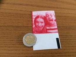 Reçu Ticket De Cinéma GAUMONT / Dos (Photo 2 Filles) - Toegangskaarten
