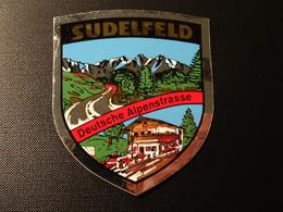 Blason écusson Adhésif Autocollant Sudelfeld Deutsche Alpenstrasse Wappen Aufkleber Sticker Adesivo Adhesivo - Obj. 'Remember Of'