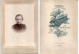Portrait Femme - Photo C. Thhiolier - Poitiers - Photo Sur Carton  (divers 21) - Photos