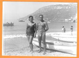 Homme Et Femme En Maillot De Bain Torse Nu -  Woman Men - Misure Cm.10,5x14,5 - Persone Anonimi