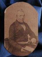 Photo Format CDV  Homme Assis Avec Un Livre  Notable  Sec. Empire  CA 1860-65 - L493 - Photos
