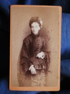 Photo CDV Cailloué à Lorient  Femme âgée  Châle En Dentelle Et Coiffe CA 1875 - L493 - Old (before 1900)