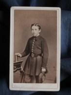 Photo CDV  Persus à Paris  Jeune écolier En Uniforme  CA 1870 - L493 - Old (before 1900)