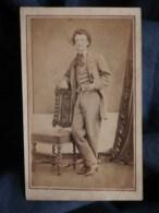 Photo CDV  Homme En Pied Main Dans La Poche De Son Pantalon (Le Conte Gustave 1867) Sec. Empire  - L493 - Old (before 1900)