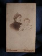 Photo CDV  Richard à Lorient Portrait Femme Avec Un Jeune Enfant Sur Ses Genoux  CA 1895 - L493 - Old (before 1900)