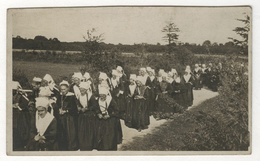 CPA CARTE PHOTO ANCIENNE Procession Religieuse Bretagne ? Bretonne Fête Traditionnelle Femme Vers 1900 Folklore - Persone Anonimi