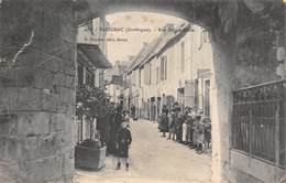 24 - Salignac - Rue Sainte-Croix Magnifiquement Animée - France