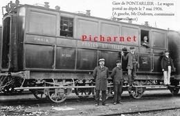 Pontarlier - Le Wagon Postal Au Dépôt Le 7 Mai 1906. A Gauche, Mr DODIVERS, Commissaire De Surveillance. - Pontarlier