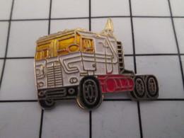 816c Pin's Pins / Beau Et Rare / THEME : TRANSPORTS / CAMION BLANC STYLE AMERICAIN - Transports