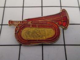 816c Pin's Pins / Beau Et Rare / THEME : MUSIQUE / INSTRUMENT A VENT COULEUR CUIVRE BUGLE CLAIRON - Musique