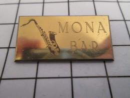 816c Pin's Pins / Beau Et Rare / THEME : MUSIQUE / SAXOPHONE MONA BAR - Musique