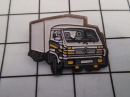 816c Pin's Pins / Beau Et Rare / THEME : TRANSPORTS : CAMION BLANC JAUNE ET GRIS - Transports