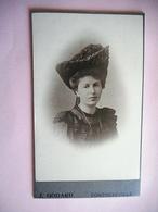 PHOTO CDV  JEUNE FEMME CHIC CHAPEAU MODE Cabinet GODARD A  CONTREXEVILLE - Old (before 1900)