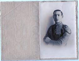 Photo Portrait D Un Militaire Sous Format Carte Postale Dans Un Bel Encart De Présentation - Cartes