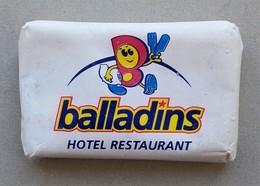 - Savon - Ancienne Savonnette D'hôtel - Balladins - - Produits De Beauté