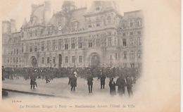 20 / 4 / 44  -  LE   PRÉSIDENT  KRÜGER   À   PARIS- MANIFESTATIONS DEVANT  L'HÔTEL DE VILLE  - CPA - Manifestations