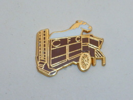 Pin's REMORQUE A CHEVAUX, CFC - Transports