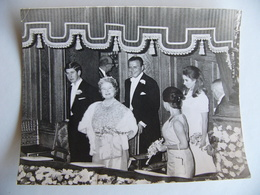 Photo De Presse 1968 LA REINE MERE ELIZABETH Et Le PRINCE CHARLES Au Palladium LONDRES LONDON Great Britain - Célébrités