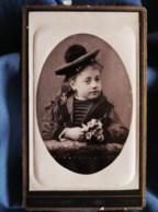 Photo CDV  Barbot à Toulon  Portrait Fillette Avec Un Bonnet De Marin Tenant Des Fleurs  CA 1885 - L494A - Photos