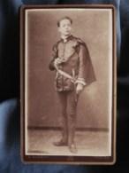 Photo CDV Barbot à Toulon  Jeune Garçon Déguisé En Page Portant Une Cape  1888 - L494A - Photos