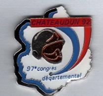 Pin's  Ville, Sapeurs  Pompiers  De  CHATEAUDUN  Lieu  Du  97 è Congrès  Départemental  ( 28 ) - Firemen