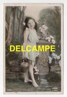 DF / ENFANTS / FILLETTE PORTANT UNE CRUCHE / 1910 - Scene & Paesaggi