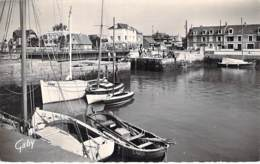 14 - COURSEULLES SUR MER : Le Port  CPSM Village (4.100 Habitants ) Dentelée Noir Blanc Format CPA 1959 - Calvados - Courseulles-sur-Mer