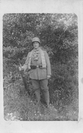 Carte Postale Photo Militaire Allemand-Tenue-Uniforme -Casque à Boulon- Cartouchière-Fusil-Masque à Gaz-2 SCANS - Guerre 1914-18