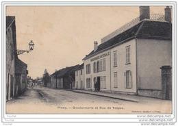 10) PINEY (Aube)  Gendarmerie Et Rue De Troyes - (animée) - Non Classés