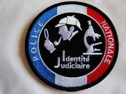 ECUSSON POLICE NATIONALE PARIS LA DCPJ IDENTITE JUDICIAIRE SUR VELCROS - Police & Gendarmerie