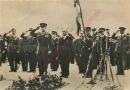 LIBERATION DE PARIS .  Général Eisenhower à La Tombe Du Soldat Inconnu . - Guerre 1939-45