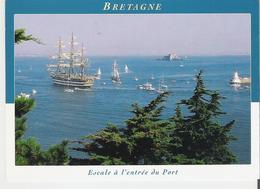 VOILIERS. CP L'Amerigo Vespucci En Escale à L'entrée Du Port En Bretagne - Sailing Vessels
