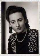 Carte Photo Originale Portrait Studio De Jolie Pin-Up Vers 1940 - Pin-up