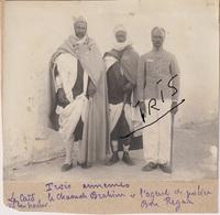 PH68 - TUNISIE - GABES - KEBILLI - TROIS ENNEMIS - LE CAID LE CHAOUCH BRAHIM - L'AGENT DE POLICE BEN REGAA - VERS 1905 - Guerre, Militaire