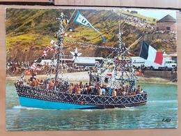 PORT EN BESSIN     FETES De La Bénédiction De La Mer  Départ Des Bâteaux Fleuris - Port-en-Bessin-Huppain