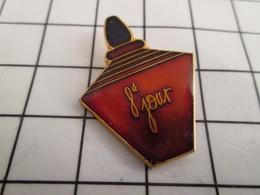 716b Pin's Pins / Beau Et Rare / THEME : PARFUMS / FLACON DE PARFUM 8e JOUR - Parfums