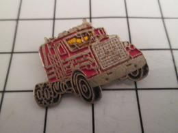 716b Pin's Pins / Beau Et Rare / THEME : TRANSPORTS / CAMION AMERICAIN MACK ROUGE ET ARGENT - Transports