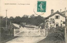 SAINT FARGEAU LE PASSAGE A NIVEAU - Saint Fargeau Ponthierry