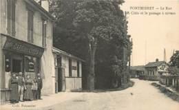 PONTHIERRY LA RUE DES CITES LE PASSAGE A NIVEAU ET LE CAFE DES CITES - Saint Fargeau Ponthierry