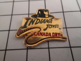 716b Pin's Pins / Beau Et Rare / THEME : CINEMA / FILM INDIANA JONE CHAPEAU FOUET CANADA DRY HARRISON FORD - Cinéma