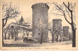 04 - SISTERON : L'Eglise Et Les Tours ( Automobile En 1er Plan )  CPA - Alpes De Haute Provence - Sisteron