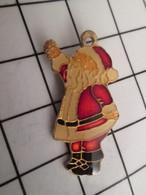 716b Pin's Pins / Beau Et Rare / THEME : NOEL / GRAND PERE NOEL - Navidad