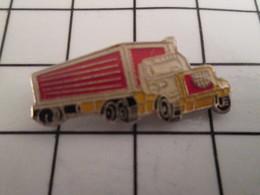 716b Pin's Pins / Beau Et Rare / THEME : TRANSPORTS / CAMION SEMI-REMORQUE ROUGE JAUNE BLANC - Transports