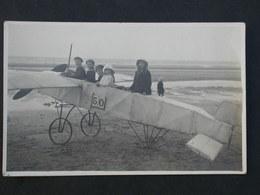 Ref5853 Carte Photo Animée - Famille Avec Enfants Dans Un Avion à Roue Et Volant Sur La Plage - Other