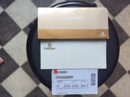 CARTE D'EMBARQUEMENT BOARDING PASS + POCHETTE DOCUMENTS  Emirates PHNOM-PENH > BANGKOK - Instapkaart