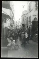 NORD AFRICA - TUNISIA ? MAROCCO ? ALGERIA ? PHOTOCARTE ANNEES 40 - INTERIEUR D'UNE VILLE AVEC TOURISTES ET VENDEURS - Cartoline