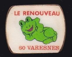 63890- Pin's -Le Renouveau Varesnois à Varesnes Associations Culturelles.Grenouille. - Villes