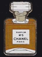 63894- Pin's -Parfum Numero 5 Chanel.Paris. - Parfums
