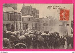 CPA  (Ref: Z2256) PARIS (75 PARIS)  Crue De La Seine Quai De La Panée (parapluies) - Paris Flood, 1910